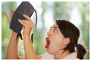 Woman-freaking-out-empty-purse