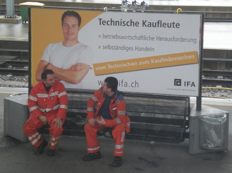 Swiss_workers_deep_in_conversation